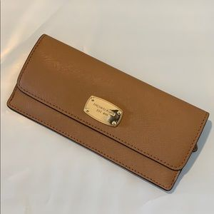 MK JET SET TRAVEL SLIM LONG WALLET ACORN/GOLD